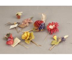 WW2 Tysk WHW (Winterhilfswerke) blomster lot. 8 stk. Sjældne. Inkl. Meget sjælden blomsterpotte!